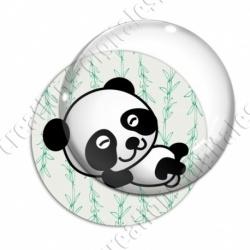 Image digitale - Panda allongé sur le dos - fond bambou vert