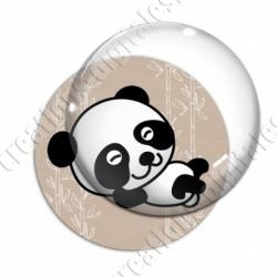Image digitale - Panda allongé sur le dos - fond bambou marron